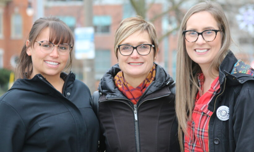 Unifor Donates to Womens Shelters